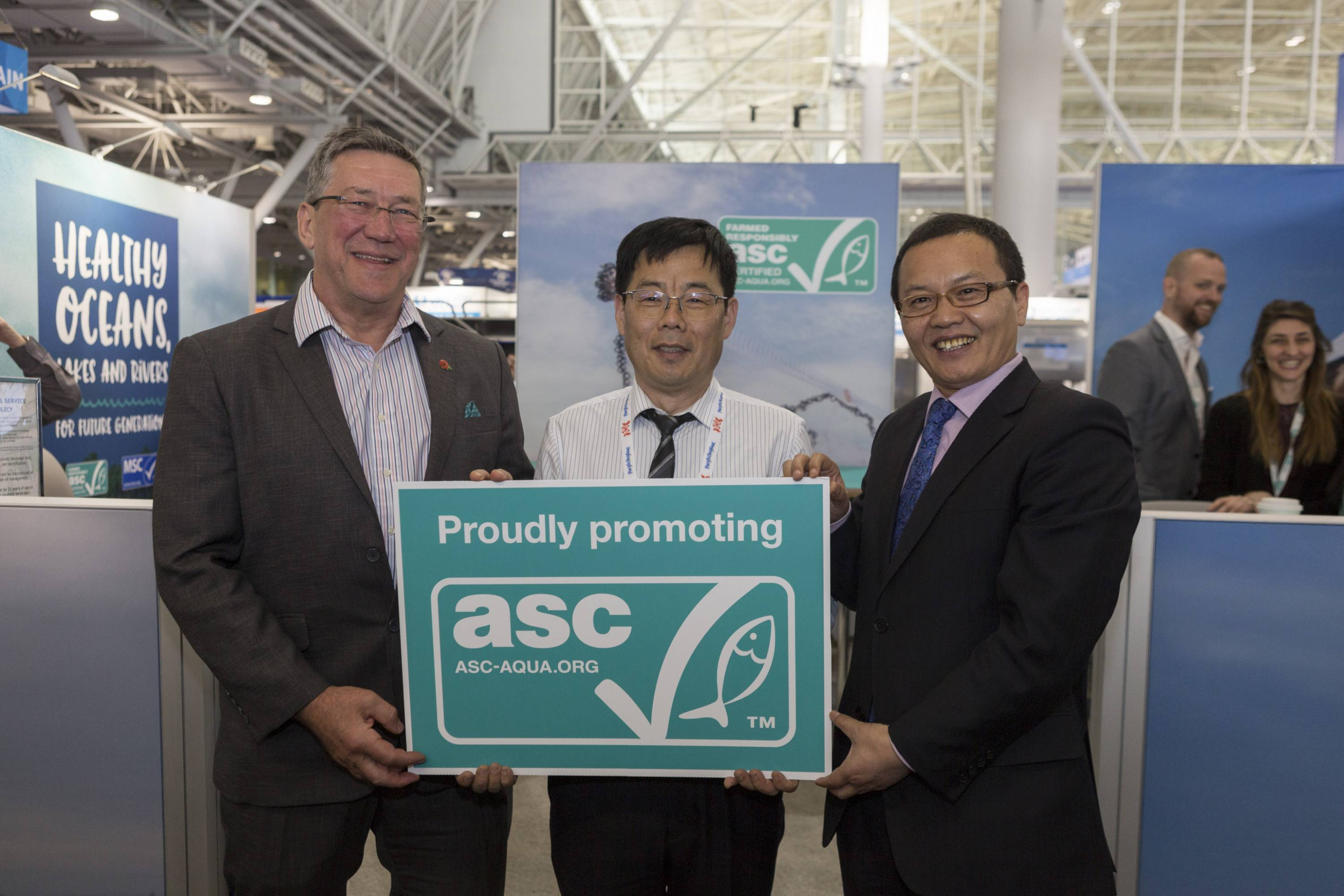(l-r) Chris Ninnes, CEO of ASC; Mr Chen Weijiang, General Manager of Green Line Foods; Dr Cui He, President of China Aquatic Products Processing and Marketing Alliance (CAPPMA)